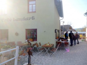 Rast mit Kaffee und Kuchen im Cafe Landart